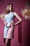 Frauendamen-Mode-Modell-Abnutzung s des schönen sexy hübschen Gesichtes blonde Stockfotografie