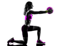 Fraueneignung Medizinball übt Schattenbild aus Stockfotos