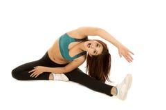 Fraueneignungsgrünsport-BH-Ausdehnungsseite glücklich stockbild