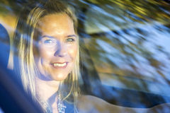Frauenfahren Lizenzfreies Stockfoto
