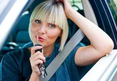 Frauenfahrer mit Autoschlüssel Stockfotos