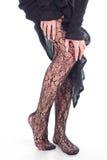Frauenfüße mit Fischnetzstrumpfhosen Stockfoto