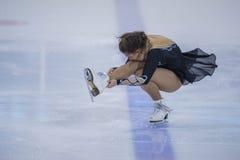 Frauenfigur-Schlittschuhläufer führt Küken-Damen-freies Eislaufprogramm an der Minsk-Arena-Schale durch Lizenzfreies Stockfoto