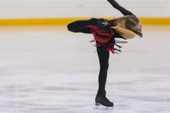 Frauenfigur-Schlittschuhläufer führt Mädchen-freies Eislaufprogramm an Minsk-Arena-Schale 2018 durch Lizenzfreies Stockfoto