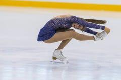 Frauenfigur-Schlittschuhläufer führt Mädchen-freies Eislaufprogramm an Minsk-Arena-Schale 2018 durch Stockbilder