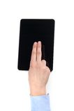Frauenfinger über modernem digitalem Rahmen mit leerem Bildschirm Lizenzfreie Stockfotografie
