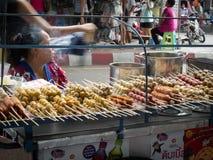 Frauenfleischklöschenverkäufer Stockfoto