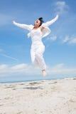 Frauenfliegen-Sprung Active Lizenzfreies Stockfoto
