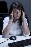 Frauengefühlskopfschmerzen Stockbilder