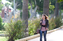 Frauengehen Lizenzfreie Stockfotografie