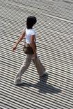 Frauengehen Lizenzfreies Stockfoto