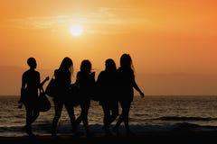 Frauengehen des Schattenbildes fünf stockfotos