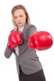 Frauengeschäftsfrau mit Boxhandschuhen Stockfotografie