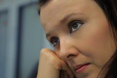 Frauengesicht mit braunen Augen Stockfotografie