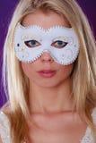 Frauengesicht mit Karnevalsmaske Lizenzfreie Stockfotografie