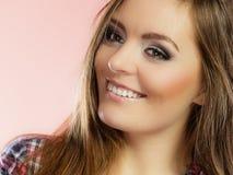 Frauengesicht mit Make-up und dem langen Haar Stockfotografie