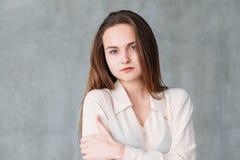 Frauengesichtsausdruck schauen müde Kopienraum stockfotografie