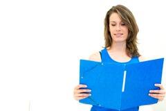 Frauengriff ein Ordner lizenzfreies stockbild