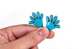 Frauengriff zu den kleinen Händen Stockbilder