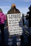 Frauengriffe sammeln Zeichen. Lizenzfreie Stockfotografie