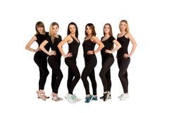Frauengruppe, die in der Reihe steht Lokalisiert auf Weiß Lizenzfreies Stockfoto