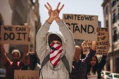 Frauengruppe, die still auf Straße protestiert lizenzfreies stockbild