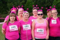 Frauengruppe am Rennen für Lebensereignis Stockbild