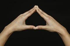 Frauenhände getrennt auf schwarzem Hintergrund Stockfotografie