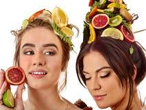 Frauenhaar und Gesichtsmaske und Körperpflege von den Früchten Lizenzfreie Stockfotos