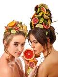 Frauenhaar und Gesichtsmaske und Körperpflege von den Früchten Lizenzfreies Stockfoto