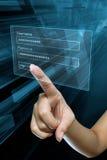 Frauenhand auf Bildschirm Stockfotografie