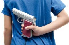 Frauenhand, die das Gewehr wartet, um sich zu schießen nimmt stockbilder