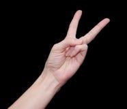 Frauenhand, die zwei Finger zeigt Stockbild