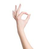 Frauenhand im okayzeichen auf einem weißen Hintergrund Lizenzfreies Stockfoto