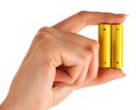 Frauenhand mit Batterie Lizenzfreie Stockfotografie