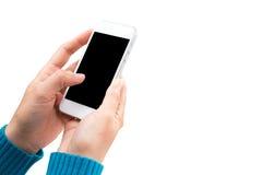 Frauenhandholding und mit Mobile, Handy, intelligentes Telefon mit lokalisiertem Schirm Stockfotografie
