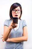 Frauenholding Fernsteuerungs lizenzfreie stockbilder
