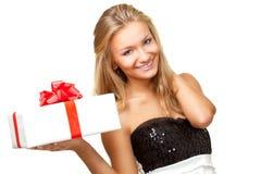 Frauenholding-Geschenkkasten Stockbilder