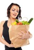 Frauenholding-Lebensmittelgeschäftbeutel stockfotografie