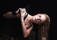 Frauenholdinggewehr Stockfotografie