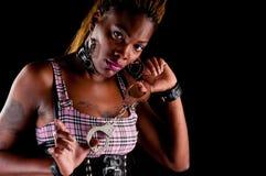 Frauenholdinghandschellen Stockfotografie