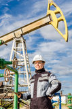 Fraueningenieur im Ölfeld Lizenzfreies Stockbild