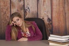 Frauenjacken-Bürobücher gebohrt lizenzfreie stockbilder