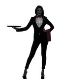 Frauenkellnerbutler, der leeres Behälterschattenbild hält Stockfotos