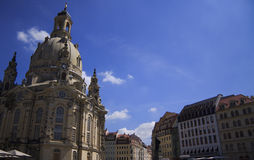 Frauenkirche教会和老德国房子,德累斯顿 免版税图库摄影