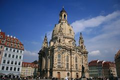 Frauenkirche Dresden. Front view to the frauenkirche in dresden surrounded from coloured houses royalty free stock image