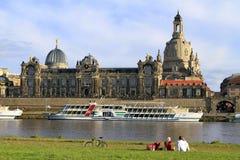 Frauenkirche en Dresden en el río Elba, Sajonia Foto de archivo