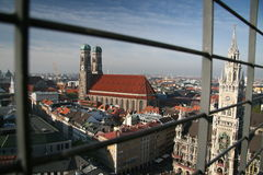 Frauenkirche Haube und Rathaus München stockbilder