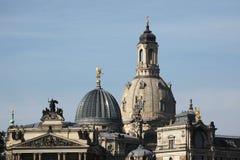 Frauenkirche und die Akademie von schönen Künsten in Dresden Lizenzfreies Stockfoto