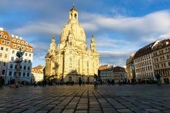 Frauenkirche w Drezdeńskim przy Neumarkt przy niebieskim niebem Saxony Niemcy obraz stock